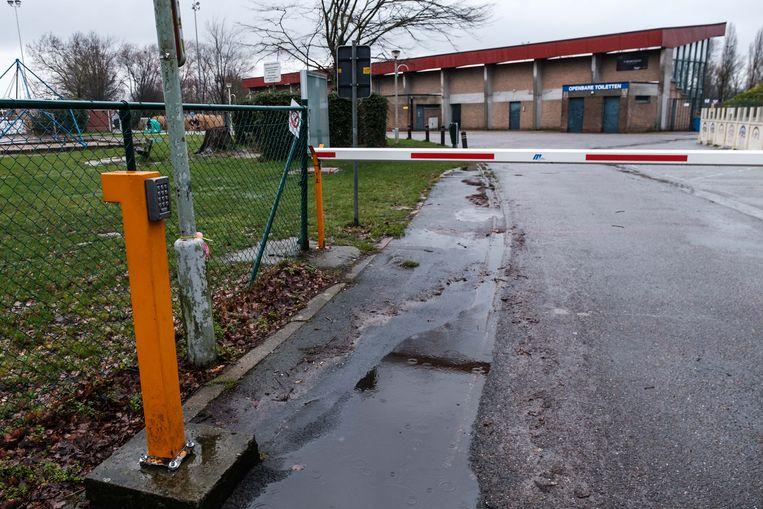 De code van de bareel aan het sportcentrum wordt te pas en te onpas doorgegeven.