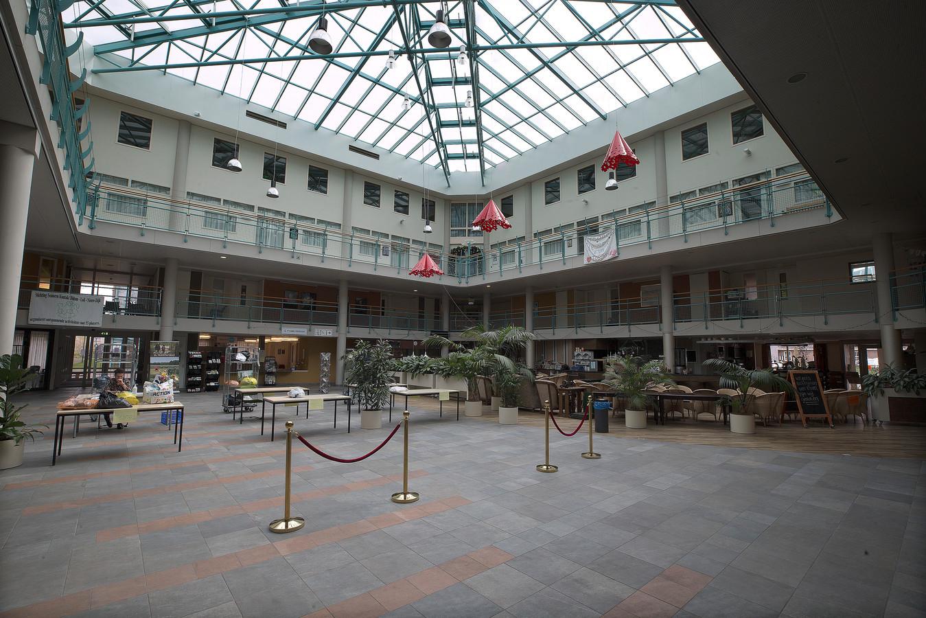 Het atrium in Meulenvelden, de plek waar de bibliotheek zou moeten komen.
