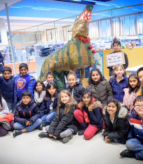 Pas op! Loslopende dino's op de internationale school