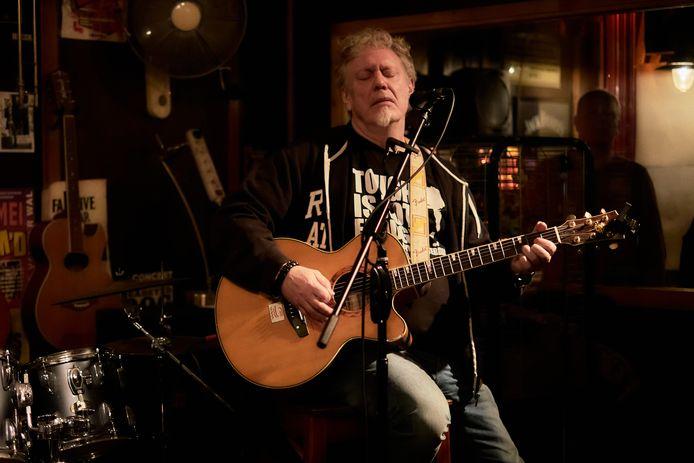 Rini van Willigen was muzikant én kunstenaar. Hij maakte zelfs internationaal furore, maar depressies speelden hem altijd parten.