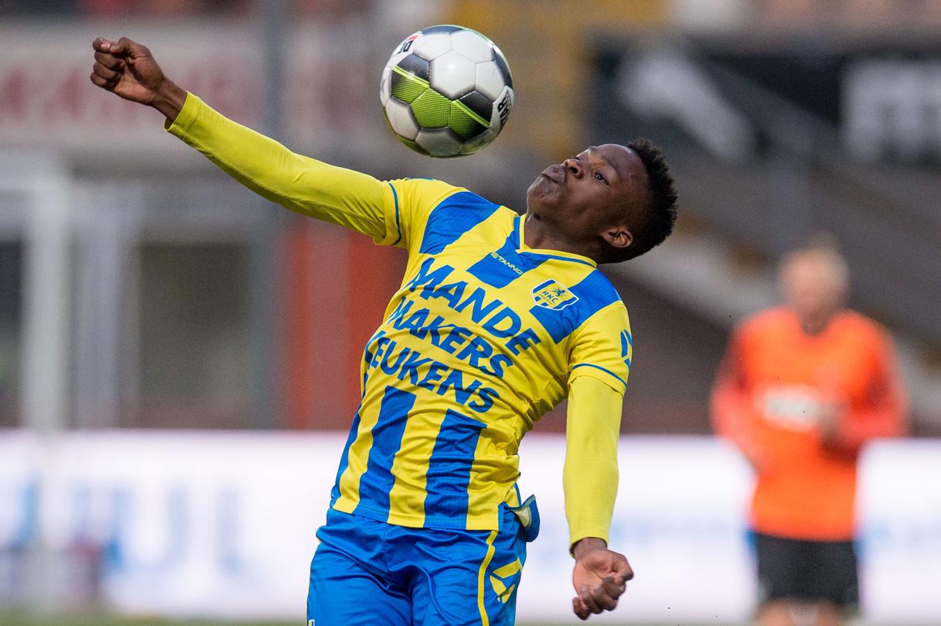 Robby Ndefe tijdens de wedstrijd van RKC Waalwijk in april tegen Volendam.