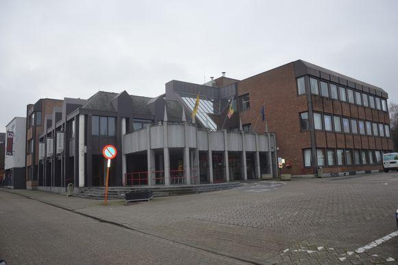 Het gemeentehuis van Denderleeuw.