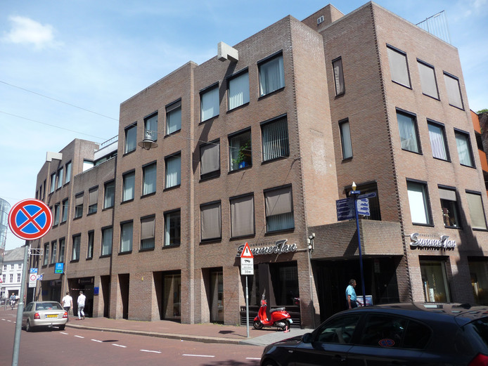 Parkeren in de Wolvenhoek gaat tijdens de avonduren 1,50 euro per uur kosten met een maximum van 7,50 euro. Dat geldt ook voor de garage aan de Sint-Josephstraat.