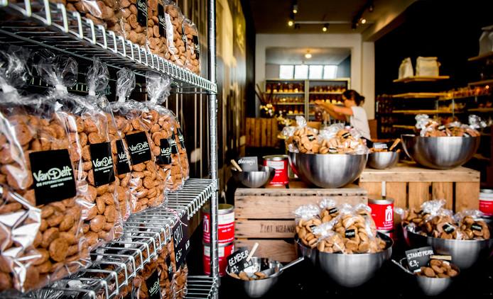 Pepernoten in de pepernotenwinkel van pepernotenfabriek Van Delft.