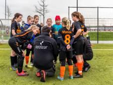 Voetbalclubs houden minuut stilte voor slachtoffers aanslag Utrecht
