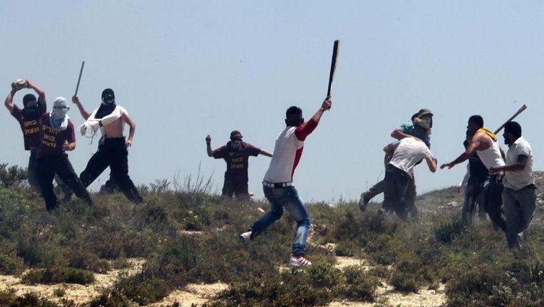 Confrontatie tussen Palestijnse dorpelingen en Joodse kolonisten. Aanleiding tot de gevechten waren aanvallen van Israëliërs op dorpen in de buurt van Nablus. (april 2013) Beeld EPA