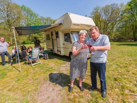 Bilthovense Hans en Wil Beenen nemen na 30 jaar afscheid van hun zelfgebouwde camper