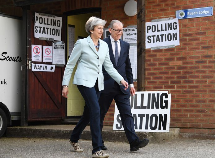 Theresa May (L), hier samen met haar man Phillip (R).