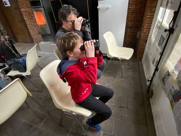 Ongeveer 50 geïnteresseerden kwamen zaterdagnamiddag naar het praatcafé 'Vogels voeren en beloeren' in De Oranjerie.