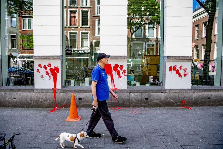 Het Witte de With Centrum voor Hedendaagse Kunst werd twee weken geleden besmeurd met rode verf. Beeld ANP