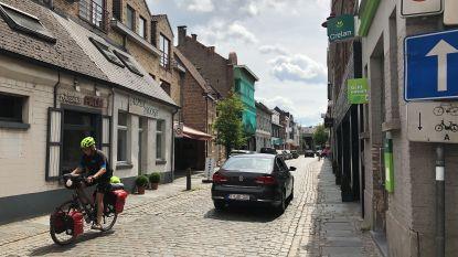 """Gemeente doopt gevaarlijke kasseienweg om tot fietsstraat: """"Dit moet veiliger gevoel geven"""""""