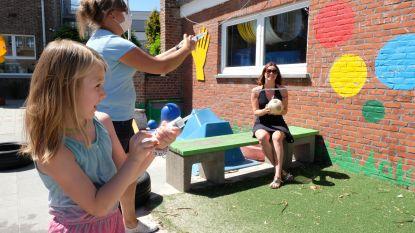 Schilderen met ijsblokjes en waterijsjes voor senioren: Rumst houdt jong en oud koel tijdens hittegolf
