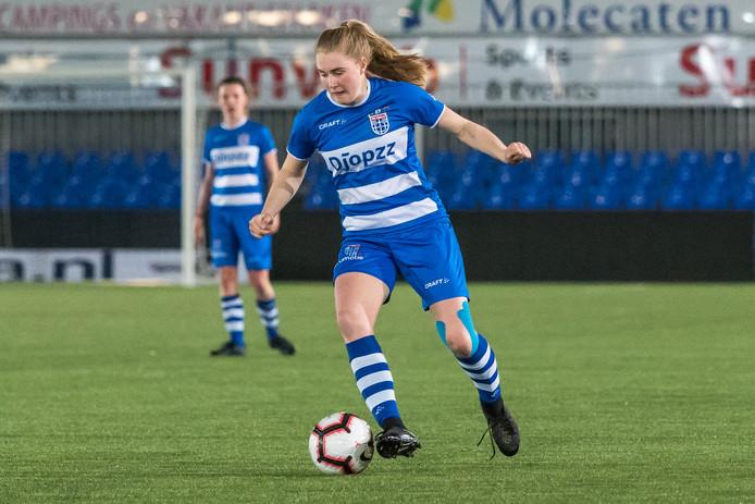 Celien Tiemens blijft de komende twee seizoenen bij PEC Zwolle Vrouwen.