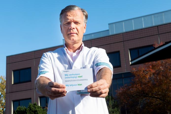 Zeker tien keer  per dag krijgt KNO-arts Geert Küppers die ene vraag van zijn patienten op de vestiging Langendijk van het Amphia Ziekenhuis. Zijn poli heeft daarom kaartjes laten maken: 'Wij blijven hier'.