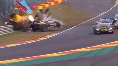 Gruwelijke crash op Spa-Francorchamps: coureur en steward als bij wonder niet in levensgevaar