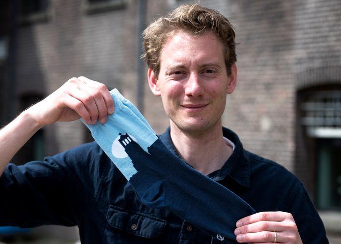 Lucas van Hapert heeft sinds vandaag zijn eigen sokkenlijn met een afbeelding van de domtoren. (Foto Marnix Schmidt)