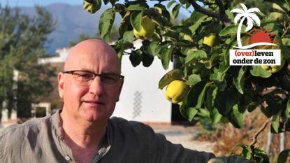 """Schrijver Stefan Brijs (50) verhuisde naar Spaans dorpje: """"De lockdown was voor mij een feest"""""""