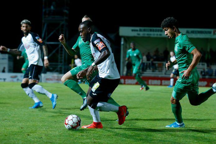 Marco Tulio in actie voor Roeselare tegen Lommel. De spelers kunnen zich vanaf nu weer op het spel concentreren.