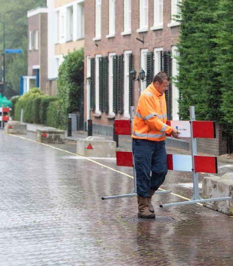 Omstreden betonblokken staan nog tot eind juli in de hoofdstraat van Baarn: 'Daarna andere oplossing zoeken voor overlast hardrijders'