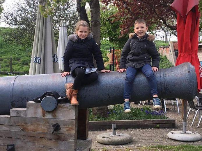 Lore, 8 ans, et Lucas, 6 ans, ont été tués par leur père et retrouvés morts à bord du nouveau véhicule de celui-ci à Knokke dimanche. Nul ne sait pourquoi l'homme de 37 ans a commis un tel geste avant de se suicider.