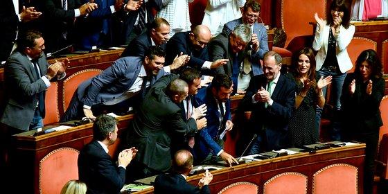 Zelfs voor Italiaanse begrippen is de politieke chaos extreem: welke Matteo krijgt nou de leiding?
