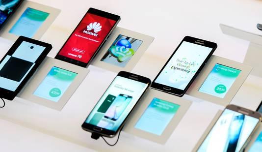 """Jarenlang verkochten providers telefoonabonnementen met een """"gratis mobieltje"""" die volgens de Hoge Raad niet écht gratis was."""