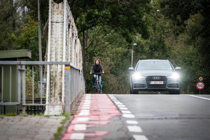 De smalle fietspaden op de Durmebrug staan al lang ter discussie.