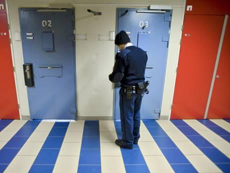 Vrijspraak voor gevangenbewaarder na dood van verwarde gevangene