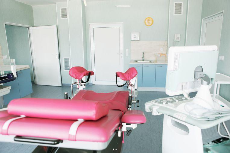 De behandelkamer van een gynaecoloog.  Beeld Getty Images / iStockphoto