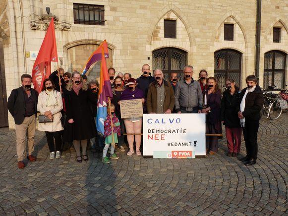 """PVDA Mechelen voerde vanavond actie voorafgaandelijk aan de gemeenteraadszitting tegen het """"spreekverbod""""."""