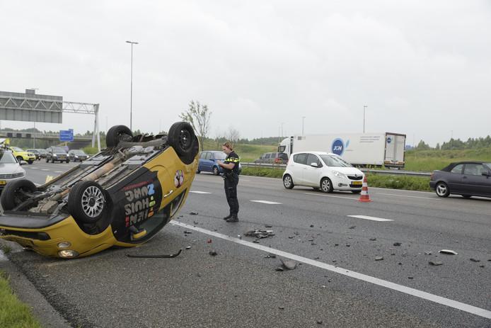 Op de A16, net na Zevenbergschen Hoek, vloog een auto over de kop.