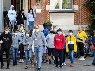 Hoe veilig is het openbaar vervoer? Waar moet je op school een mondmasker dragen? Al uw vragen over het onderwijs beantwoord