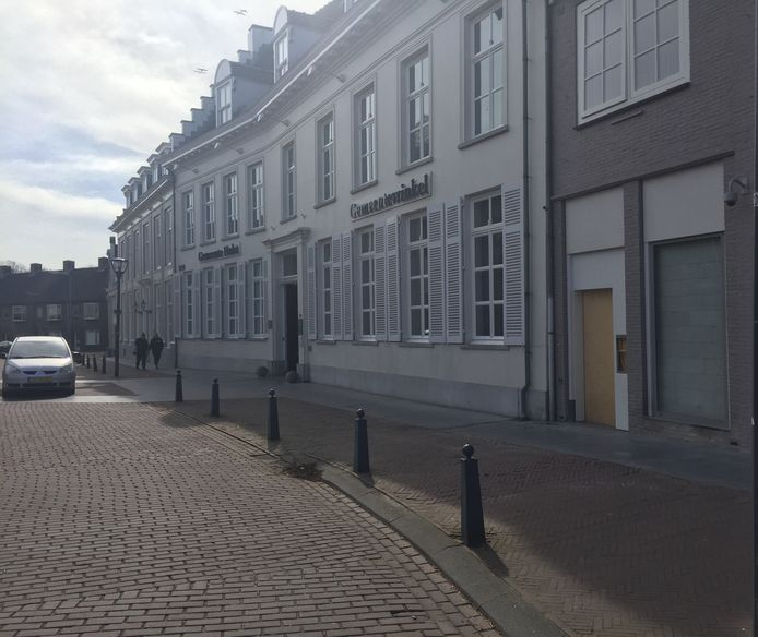 De gemeentewinkel van Hulst krijgt donderdag zonnepanelen op het dak.