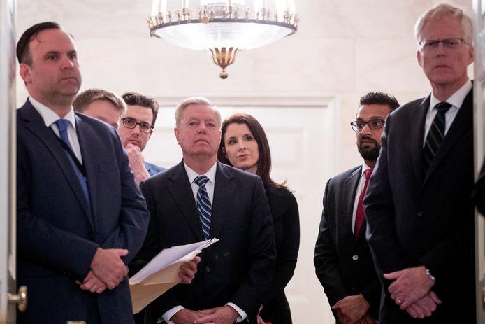 Topfunctionaris voor terrorismebestrijding van het Witte Huis Kash Patel, tweede van rechts op archiefbeeld.