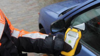 Vrouw vlucht al spookrijdend voor verkeerscontrole: alcoholtest blijkt positief