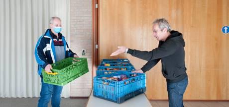 Volle kratten voor de Voedselbank na spontane inzamelingsactie in Laag Zuthem