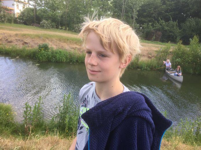 Dierenvriend Rens Feringa (13) twijfelde geen moment toen hij vijf koeien koeien door een heining zag stormen.