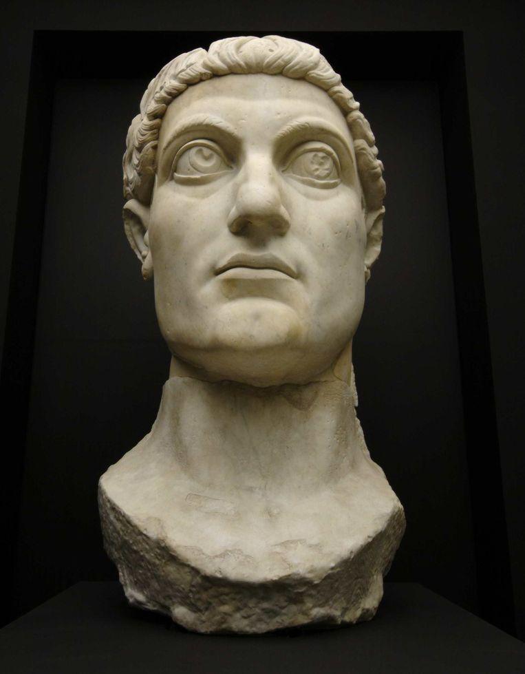 Kopie van het kolossale beeld van keizer Constantijn (het origineel staat in het Conservatorenpaleis in Rome). Beeld Adrie Mouthaan