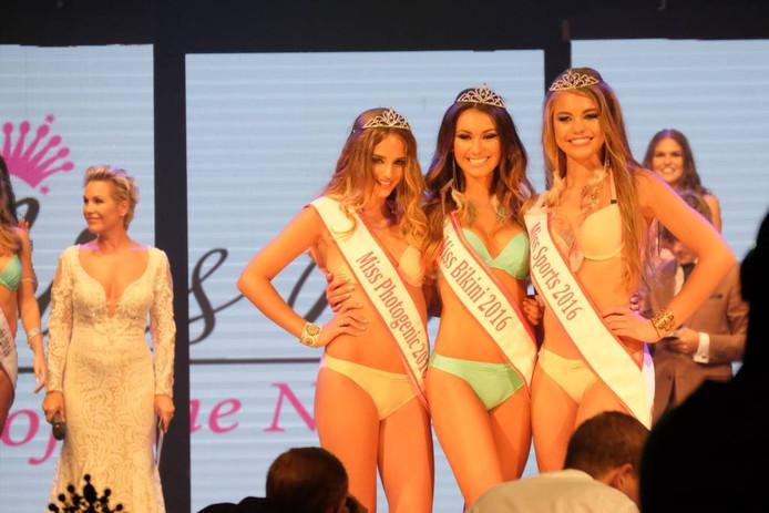 In het midden Tessa le Conge, Miss Bikini 2016 .