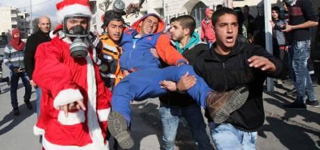 Palestijnse kerstmannen slaags met Israëlisch leger