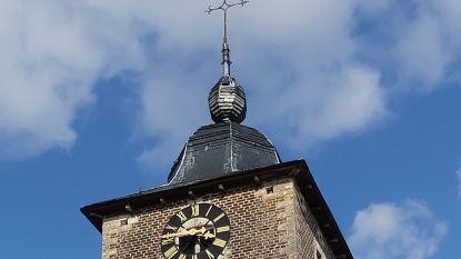 Gewelf hangt los en schaliën vallen op toren: kerk gesloten om veiligheidsredenen