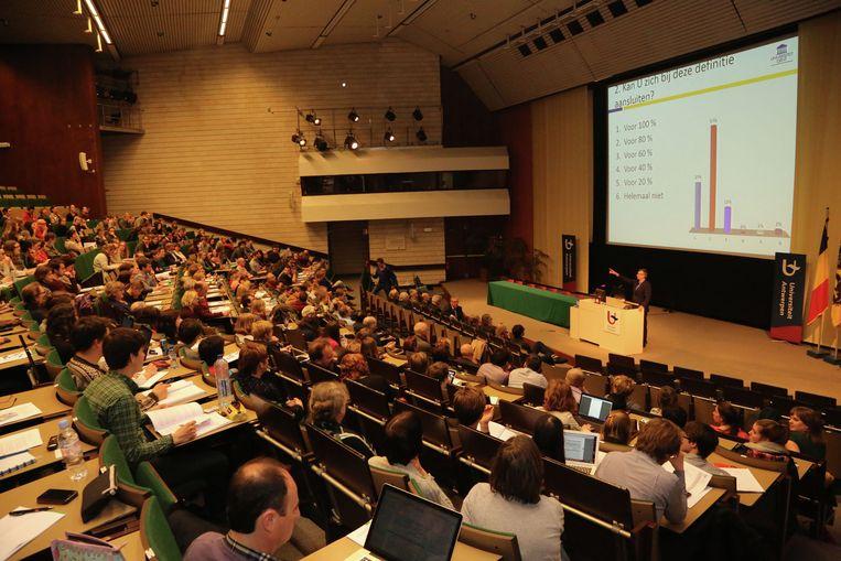 De grote aula moest tegen 23 september gerenoveerd zijn.