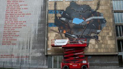 Muurschildering die herinnert aan inslag V-bom bijna klaar