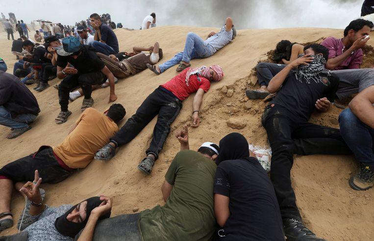 Betogers nadat ze getroffen werden door traangas.
