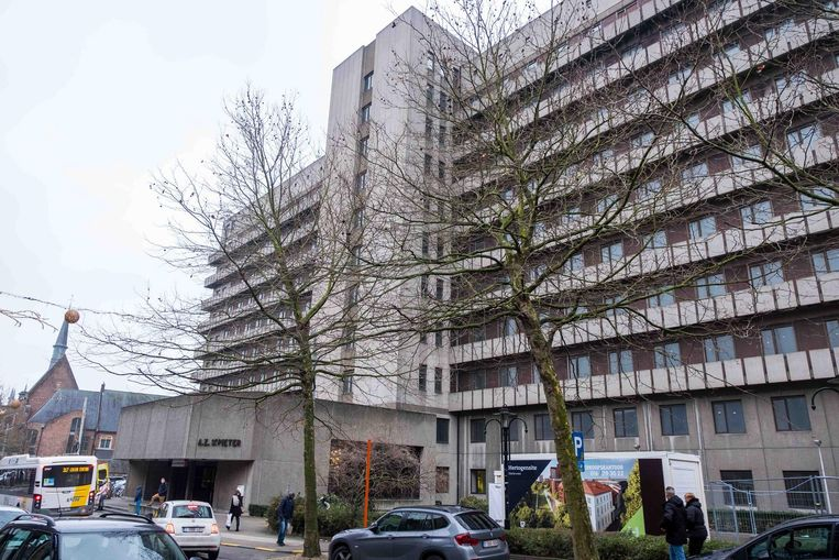 De afbraak van het Sint-Pietersziekenhuis langs de Brusselsestraat in Leuven start volgens burgemeester Louis Tobback nog dit jaar.
