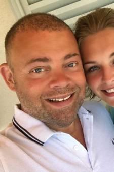 Vader OG3NE-zussen verliefd op 35 jaar jongere fan na verlies vrouw