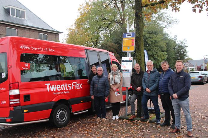 Een nieuwe overstapplaats in Nieuw Heeten maakt het voor inwoners van Rijssen-Holten mogelijk per bus naar Deventer te reizen.