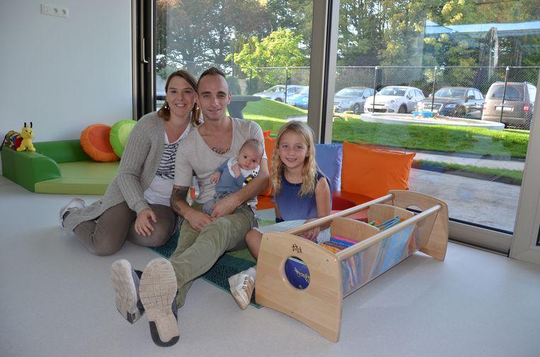 Samen met zijn ouders en zusje Maïté kwam de kleine Vinni zaterdag al eens kennismaken met zijn toekomstige crèche.