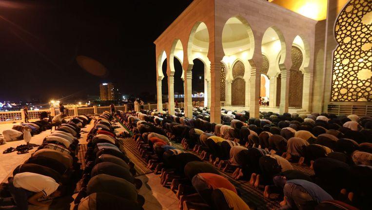 Moslims bidden in Gaza Stad aan het begin van de Ramadan. Beeld null