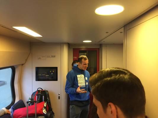 Oekraïense jongeren in de trein